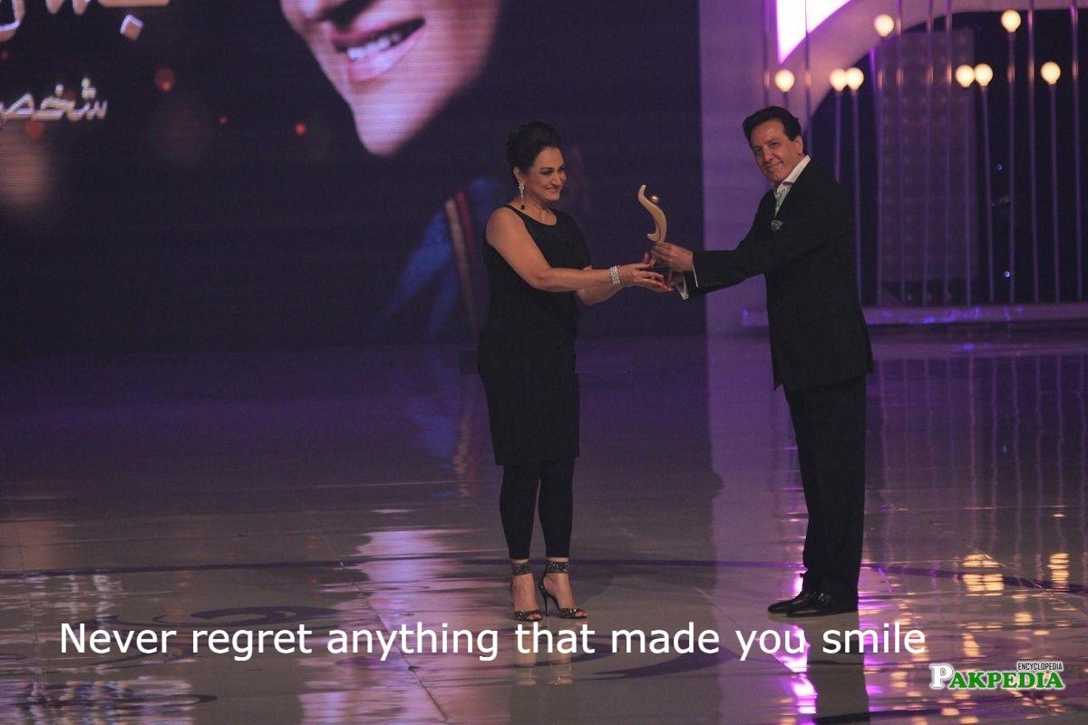 award show bushra insari